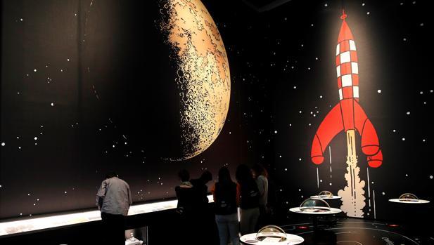 Sección de la exposición dedicada al viaje de Tintín a la Luna
