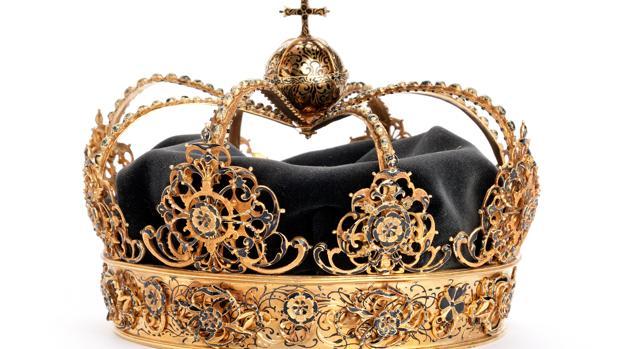 Una de las coronas reales suecas robadas el pasado agosto en la catedral de Strängnäs