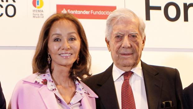 Mario Vargas Llosa con Isabel Preysler esta mañana en ARCO