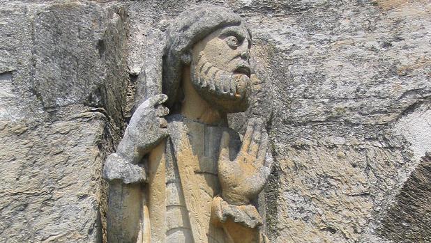 Imagen de Santiago Peregrino en la iglesia románica de Santa Marta de Tera