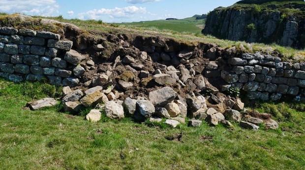 Sección de la muralla romana destrozada