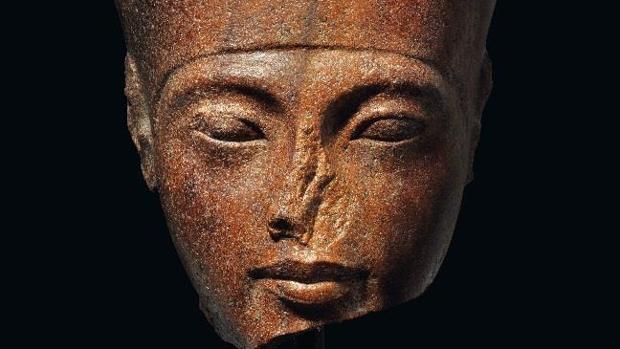 Detalle del busto que saldrá a subasta en Londres en junio si Egipto fracasa en su movilización