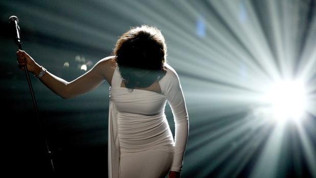 Whitney Houston, actuando en la gala de los American Music Awards de 2009