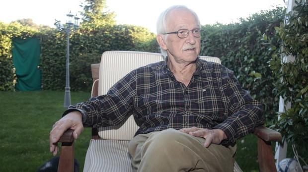 Antonio Escohotado ha rememorado en un libro sus andanzas ibicencas