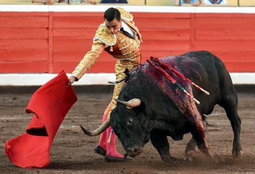 Derechazo del torero de Lorca