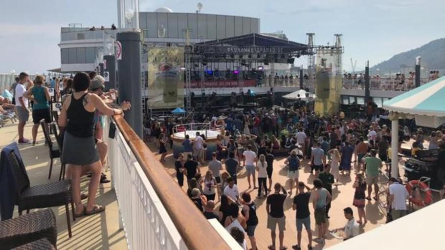 Bon Jovi zarpa de Barcelona en un crucero-festival con 2.000 fans