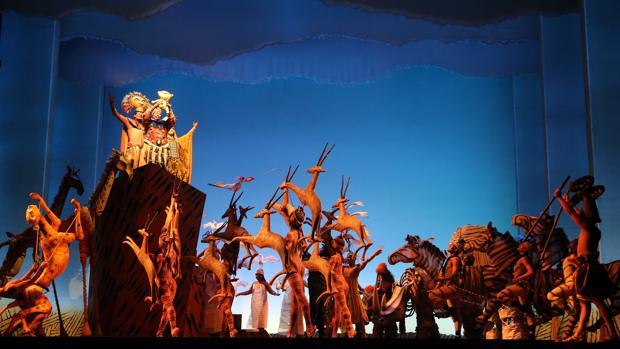 La escena inicial del musical «El rey león»