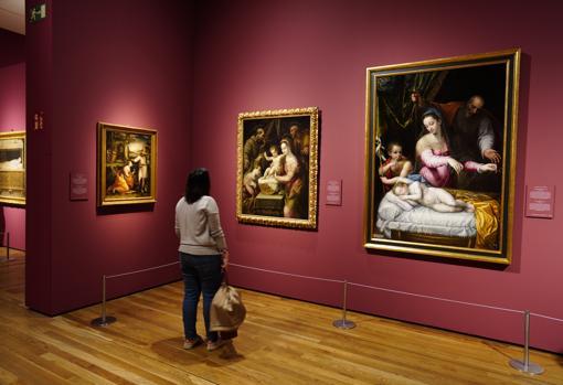 """Tres obras de Lavinia Fontana en la exposición. De izquierda a derecha, """"Noli me tangere"""", """"La Sagrada Familia con Santa Margarita y San Francisco"""" y """"La Virgen del Silencio"""""""