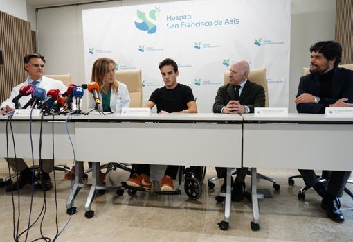 Claudio Gandarias, Marisa de Teresa, Gonzalo Caballero, Máximo García Padrós y Miguel Abellán, durante la rueda de prensa