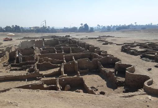 Found remains of the lost city of Luxor