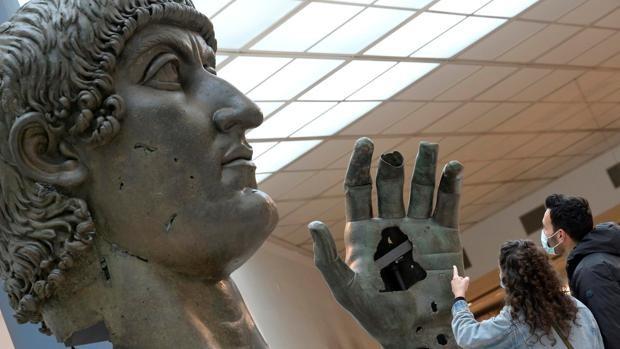 El Coloso de Constantino encuentra su mano en los Museos Capitolinos de Roma