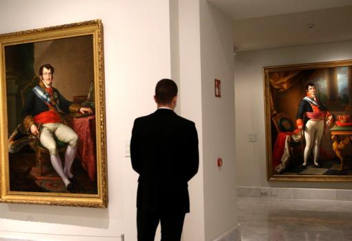 Two portraits of Fernando VII, in the exhibition.  On the left, the work of Vicente López.  On the right, painted by Zacarías González Velázquez
