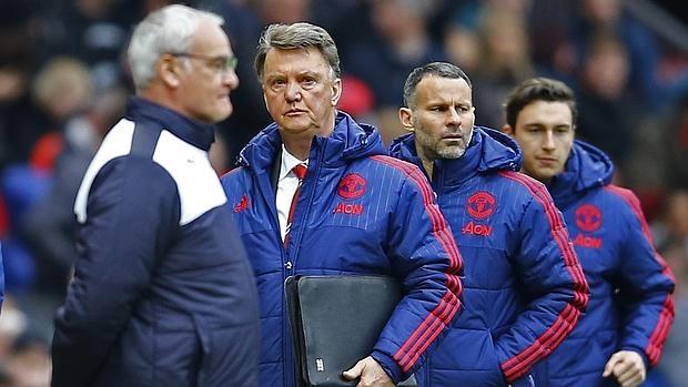 Van Gaal y su equipo, ante Ranieri