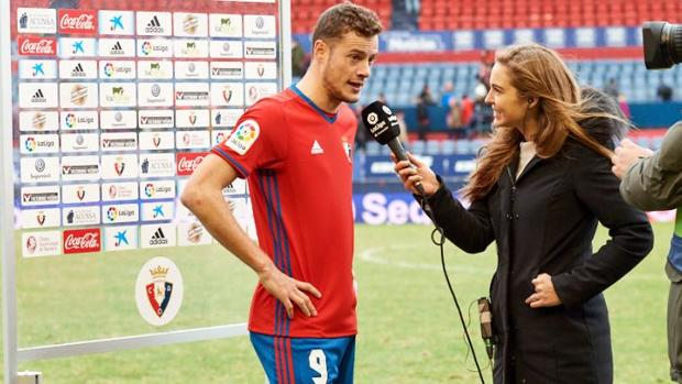 Oriol Riera, entrevistado al término del encuentro ante el Sevilla