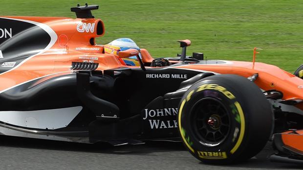 Fernando Alonso, durante los entrenamientos libres en Melbourne