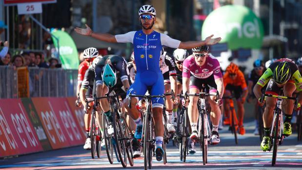 Fernando Gaviria, vencedor en la meta de Messina