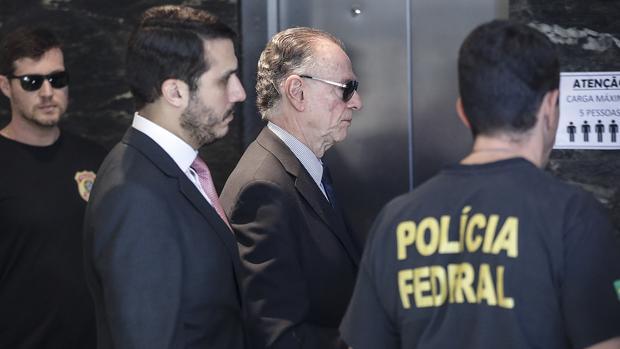 Carlos Nuzman llegando a la sede de la Policía Federal de Brasil