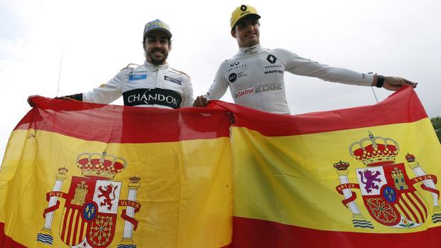 Alonso y Sainz, con banderas españolas
