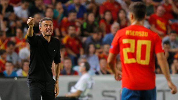 Luis Enrique da indicaciones a Asensio