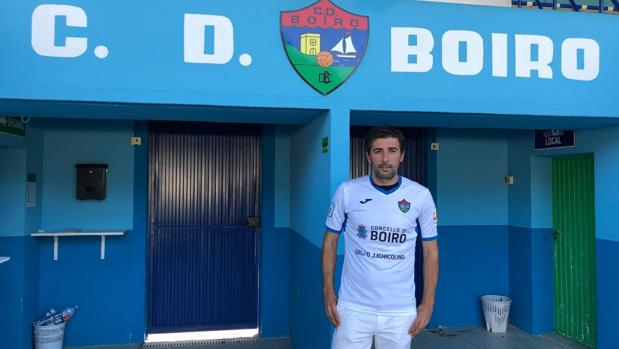 Changui, a las puertas de Barraña, el estadio del CD Boiro