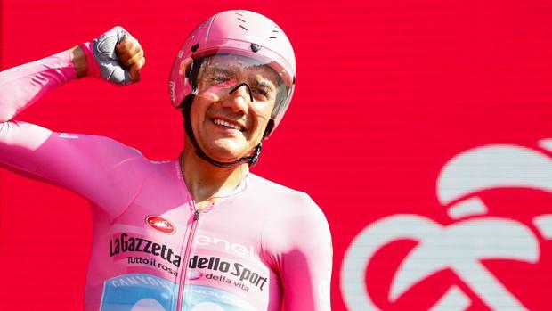 Carapaz celebra su victoria en el Giro