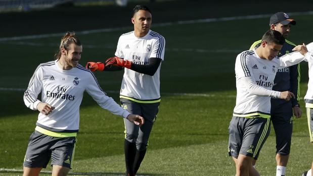 Bale, Navas y James, durante un entrenamiento de la temporada 2015-2016
