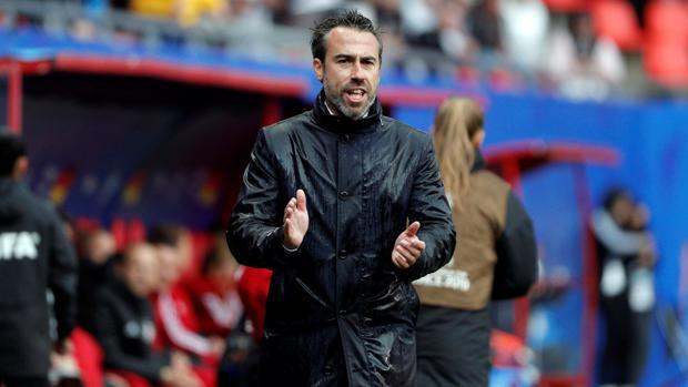 Jorge Vilda durante un partido de España