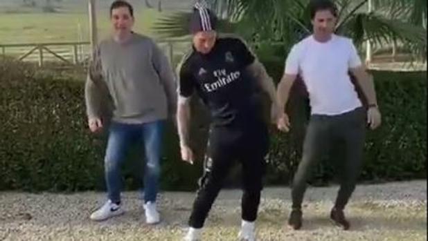 Sergio Ramos Enloquece Las Redes Con El último Viral Del Año El Baile Del Tubo De Escape