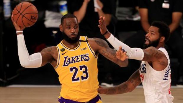 LeBron James renueva dos años por los Lakers por 85 millones de dólares