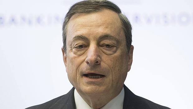 El presidente del Banco Central Europeo, Mario Draghi, da un discurso durante el foro de supervisión bancaria