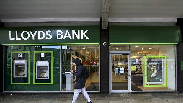 Lloyds se convierte en la primera entidad en posicionarse contra el Brexit