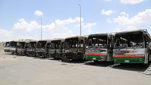 Autobuses incendiados, supuestamente, en las protestas de los trabajadores del grupo Bin Laden