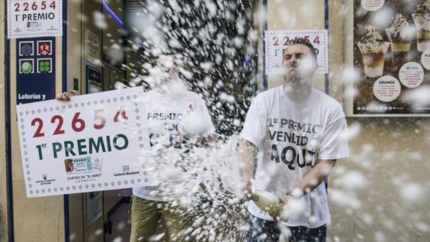 Celebración de unos premiados en 2015 en Roquetas de Mar