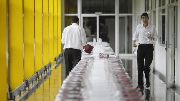 Uno de los empleos más demandados será el de camarero de banquetes, según Adecco
