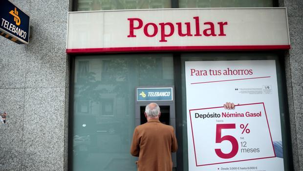 Los clientes del Popular no han notado de momento el cambio de dueño de la entidad