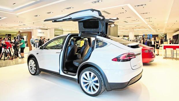 6cb6a1c0ac3b El Corte Inglés se enchufa a los coches eléctricos de Tesla