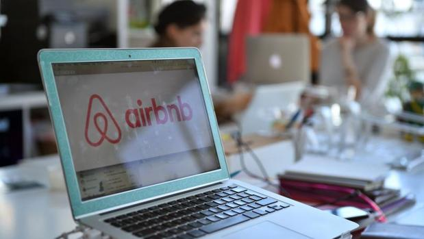 Logo de la página web Airbnb