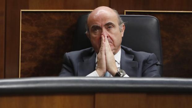 El ministro de Economía, Luis de Guindos, en el Congreso