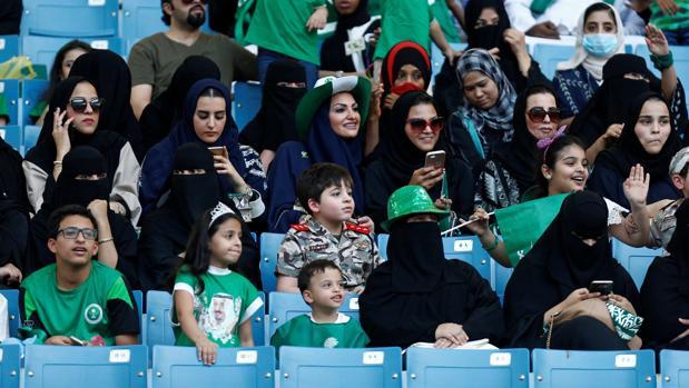 Las mujeres saudíes pueden acudir a los estadios de fútbol desde comienzos de este año