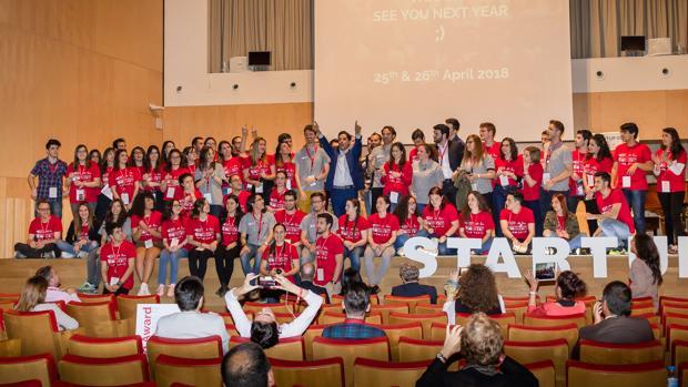 Jóvenes asistentes a la convención de «Startup Olé»