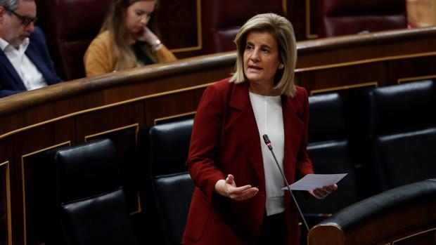 La ministra de Empleo, Fátima Báñez, hoy en el Congreso