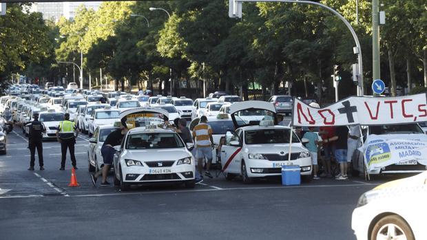 Los taxistas continuarán ocupando vías tan relevantes como La Castellana en Madrid o Gran Vía en Barcelona