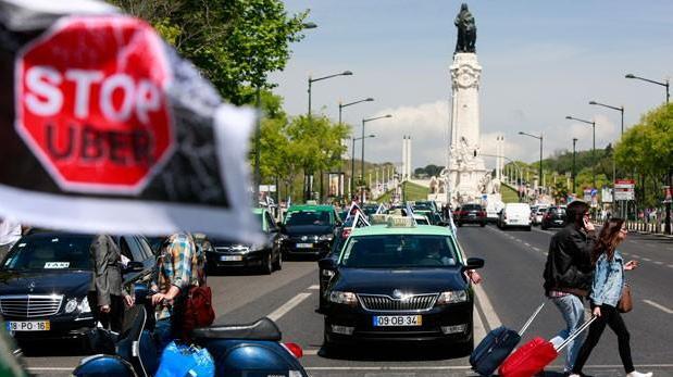 Los taxistas se concentran el miércoles 19 de septiembre para exigir que se anule la conocida «Ley Uber»