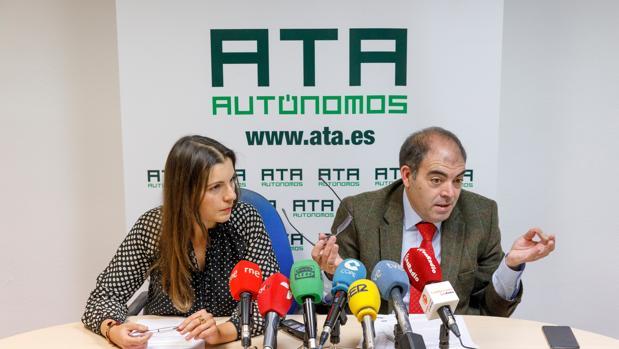 El presidente de ATA, Lorenzo Amor (dcha), junto a la presidenta de ATA en Castilla y León, Soraya Mayo