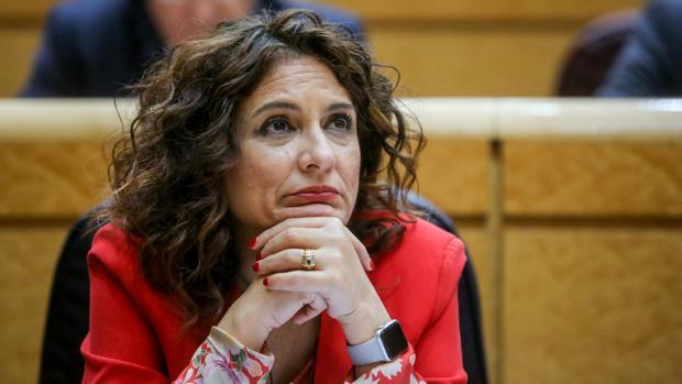 La ministra de Hacienda, María Jesús Montero, durante un Pleno del Senado