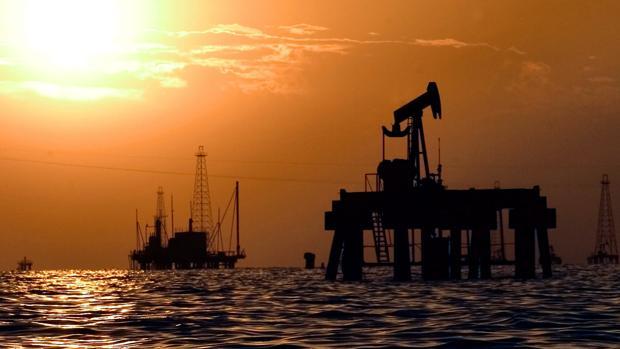 Una instalación petrolífera en Maracaibo, Venezuela