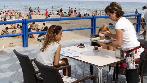 Los perfiles más solicitados por las empresas para la campaña de verano serán los vinculados a la actividad turística y la hostelería