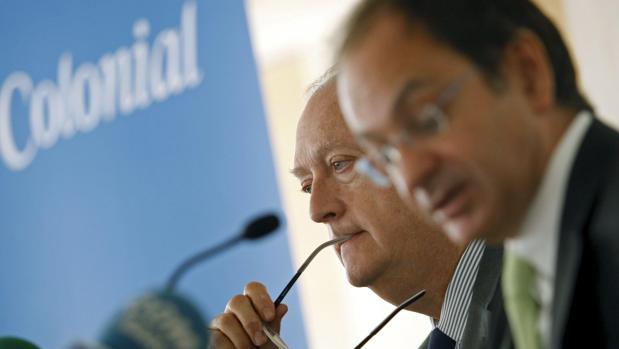 El consejero delegado de Colonial, Pere Viñolas (delante), y su presidente, Juan José Brugera