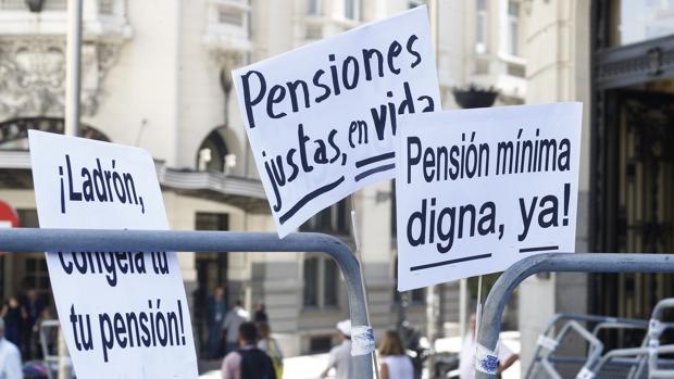 Manifestación de pensionistas frente al Congreso de los Diputados, en septiembre de 2018