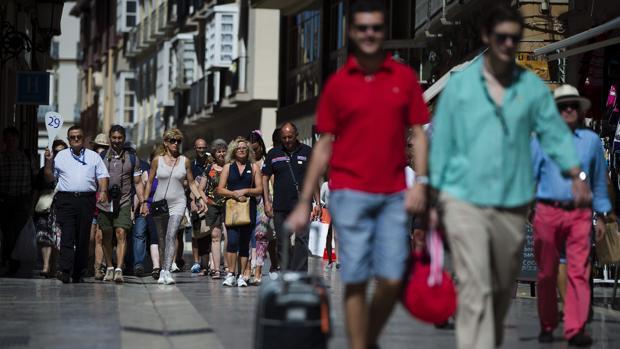 La estancia media bajó en el séptimo mes del año un 2,1% respecto al mismo mes de 2018, situándose en 3,6 pernoctaciones por viajero.